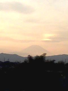 虹と雪の富士山